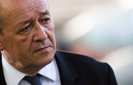 648x415_jean-yves-le-drian-defense-minister-in-the-displacement-direction-of-the-weapons-testing-in-istres